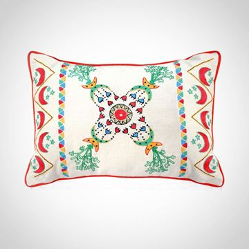 Picture of Nubian crescent & stars design cushion in linen with red .  Size 40*60cm