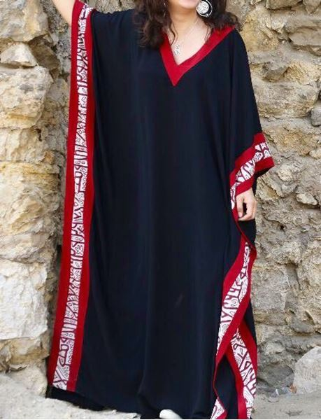 Picture of Black abaya with burgundy Islamic design