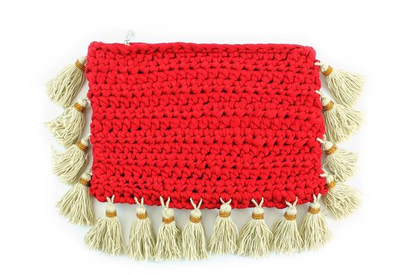 Picture of Clutch with tassels in red. L 20 * W 29