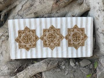 Picture of Coptic appliqué embroidered in gold on stripped beige clutch      17*36