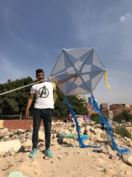 Picture of 1.25cm star shape kite with light, 6m tail, 130m rope.