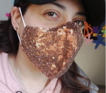 Picture of V-shaped sequin mask in oxidé with 2 layers fabric (1 layer sequin/1 layer cotton) + a filter in the middle