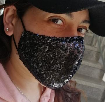 Picture of V-shaped sequin mask in black with 2 layers fabric (1 layer sequin/1 layer cotton) + a filter in the middle